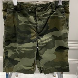 Gap kids size 14 green camouflage shorts